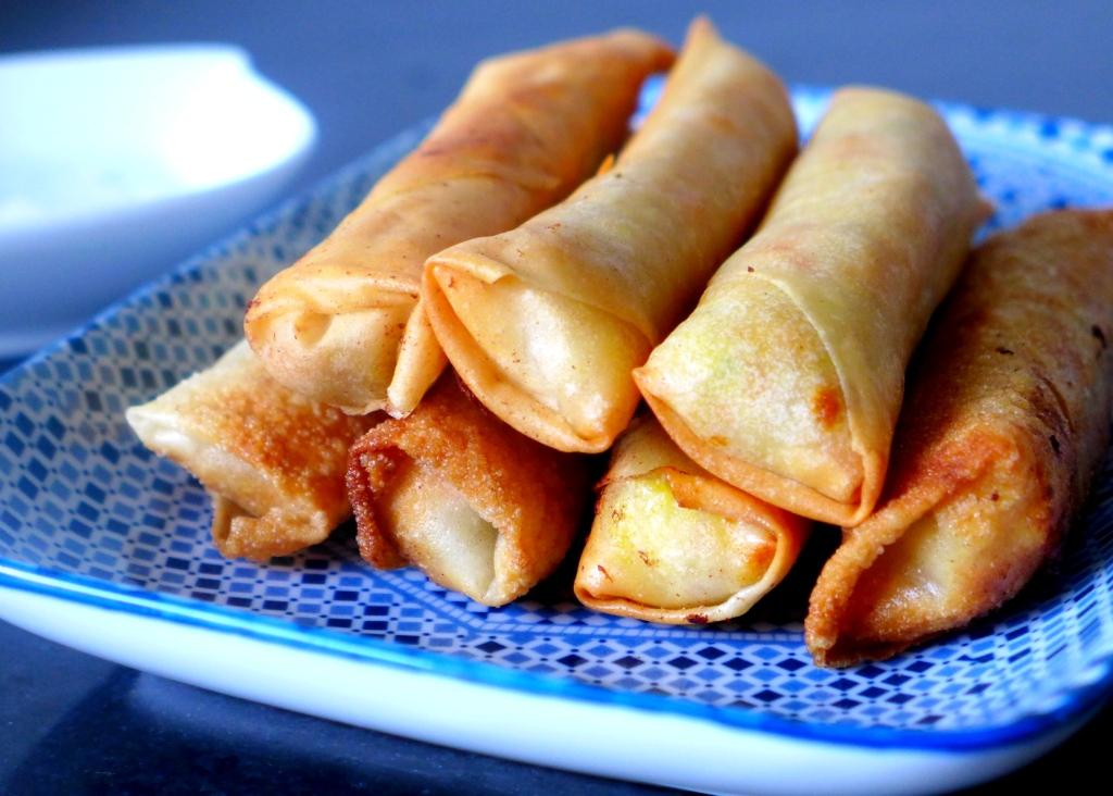 una lumpia (filipino tuna spring rolls)