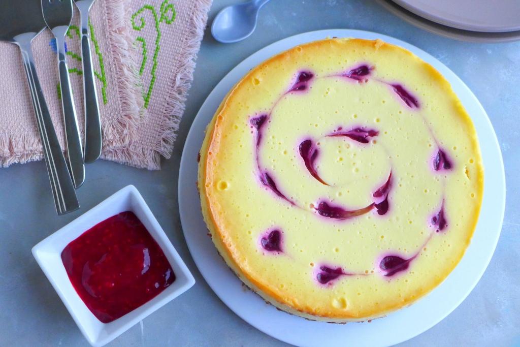 chilled white chooclate raspberry cheesecake